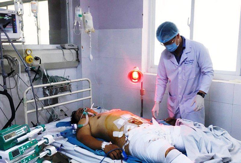 Cứu sống nam thanh niên bị xe tông nguy kịch, hỏng bộ phận sinh dục
