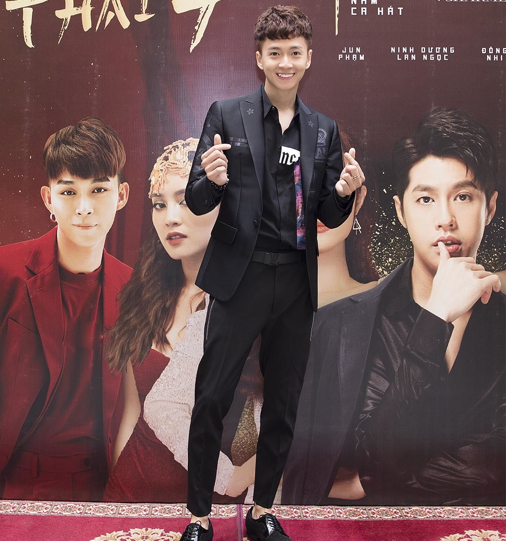 Ngô Kiến Huy: Ninh Dương Lan Ngọc phải trả tiền để hát show của tôi