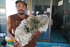 Nhặt rác vô tình vớ được tảng đá trị giá 15 tỷ đồng