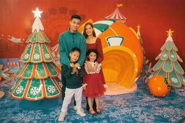 Lung linh cây thông Noel kết từ 5000 chai nhựa ở Sun World Danang Wonders