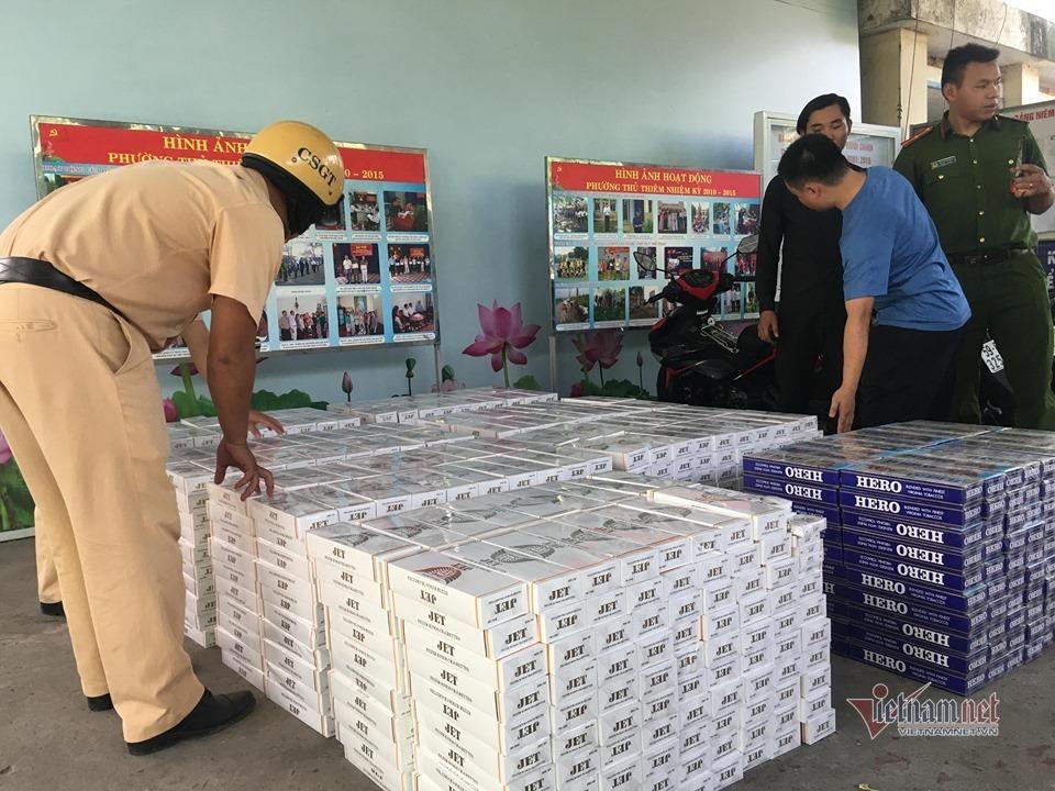 Ô tô 'đại náo' cửa hầm Thủ Thiêm, chở 16 ngàn bao thuốc lá lậu