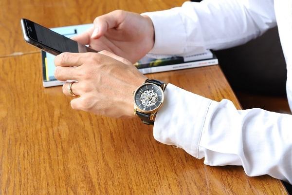 Mừng Giáng sinh và năm mới, Đăng Quang Watch giảm giá sốc đến 50% - xs thứ tư