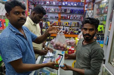 Đổ xô đi mua smartphone vì hành tây ở Ấn Độ