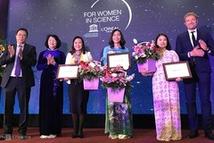 Female scientists receive L'Oreal-UNESCO awards