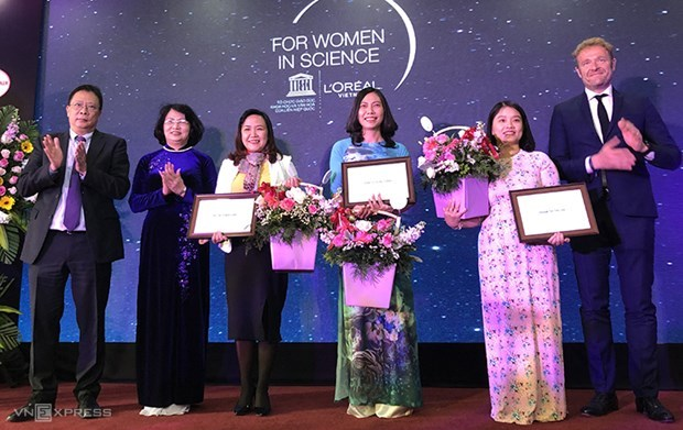 Female scientists receive L'Oreal-UNESCO awards