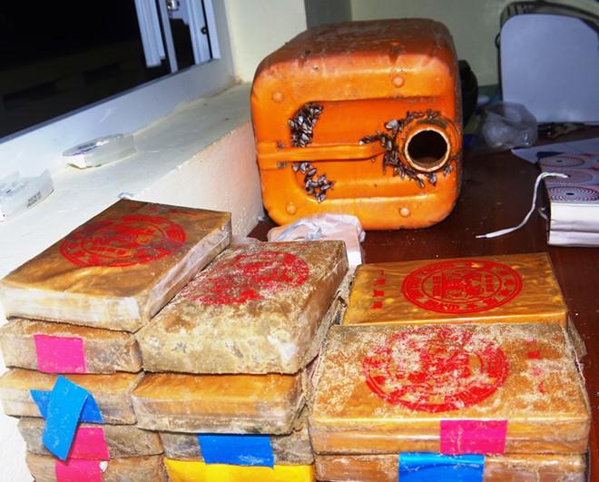 Khởi tố vụ án 26 bánh heroin trôi dạt biển Quảng Nam