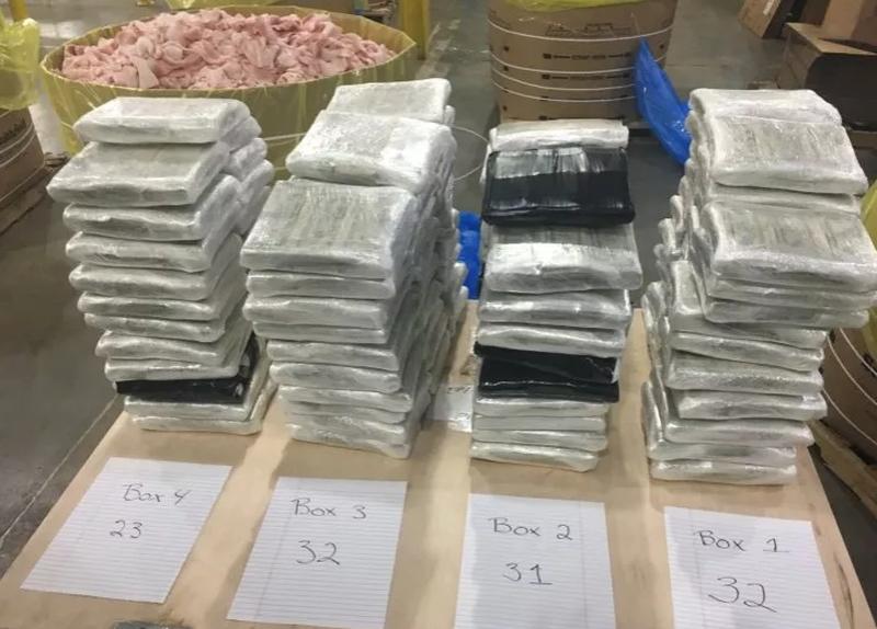 Phát hiện 3 triệu USD tiền mặt giấu trong thùng thịt heo
