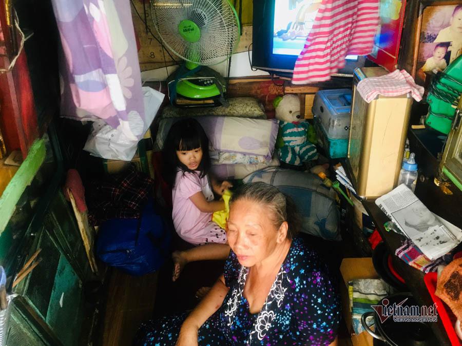 Sài Gòn,Vợ Chồng,Hoàn cảnh khó khăn