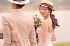 Người yêu cầu thủ Phan Văn Đức khoe ảnh cưới
