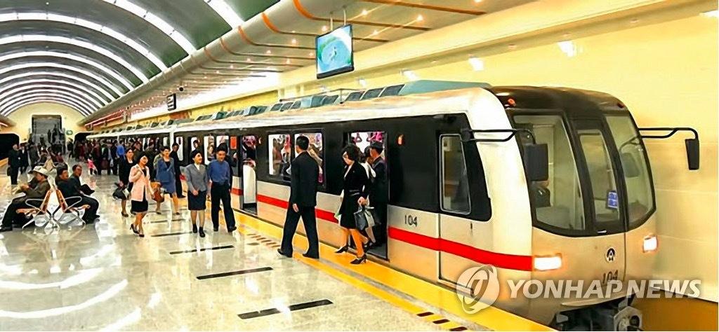 Triều Tiên khoe ga tàu điện ngầm mới tu sửa đẹp lung linh