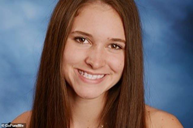 Cô gái 17 tuổi qua đời vì virus lạ, lây nhiễm khi hôn nhau - 1