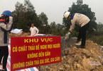 Bộ TN&MT cắm biển, phủ bạt, lấy mẫu giám định hố chôn chất thải ở Sóc Sơn