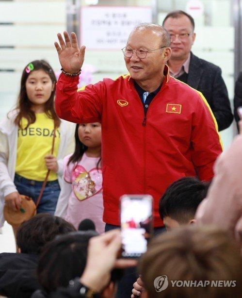 Thầy Park họp báo 'nóng' ở Hàn Quốc: Lời hứa mới và kế hoạch táo bạo
