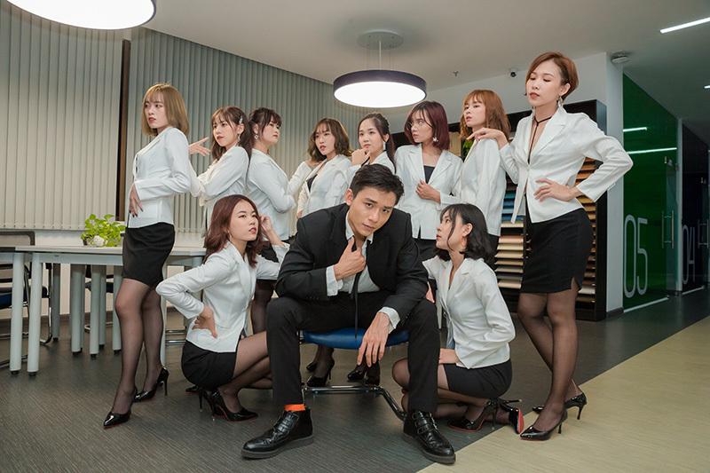 Quyền Linh đỡ đầu nhóm nhạc nữ 10 thành viên