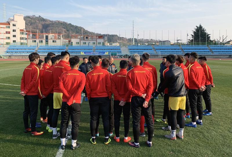 U23 Việt Nam khổ luyện dưới trời lạnh 5 độ C ở Hàn Quốc - Ảnh 1.