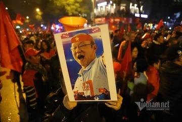 Từ thành công bóng đá Việt và HLV Park Hang Seo, nghĩ về VN hùng cường