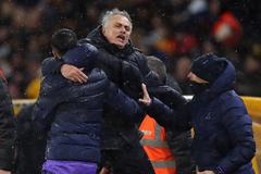 Mourinho cùng Tottenham thắng nghẹt thở ở phút 91