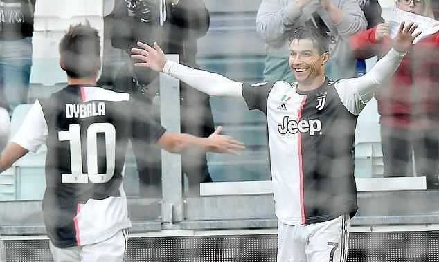 Ronaldo lập cú đúp, Juventus chiếm ngôi đầu của Inter