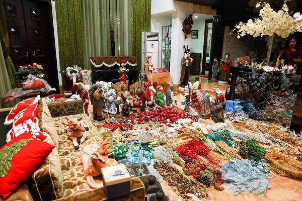 Cận cảnh biệt thự 60 tỷ ngập sắc Noel của Đàm Vĩnh Hưng