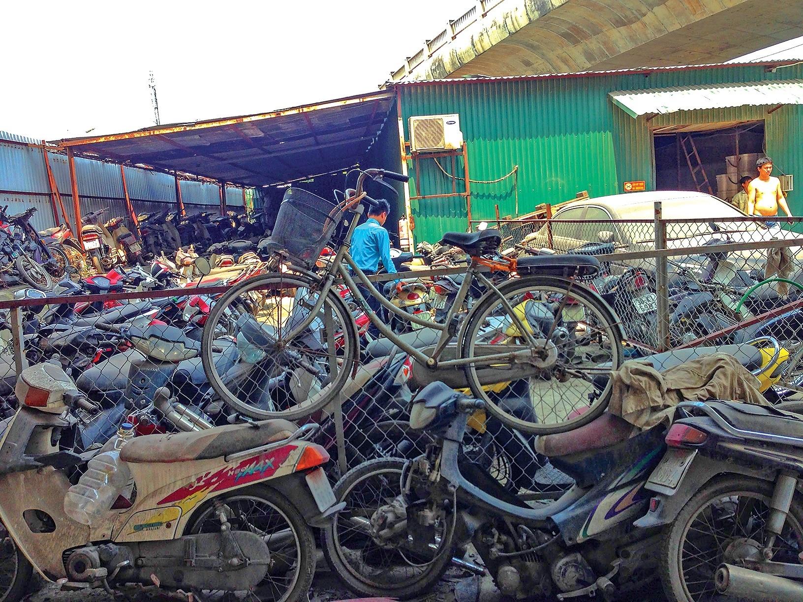 Quy trình xử phạt rườm rà, hơn 37.000 ô tô, xe máy vi phạm thành sắt vụn