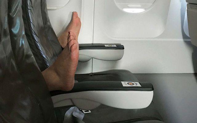 Cư dân mạng kêu gọi bỏ tù người đàn ông có hành vi 'gây buồn nôn' trên máy bay