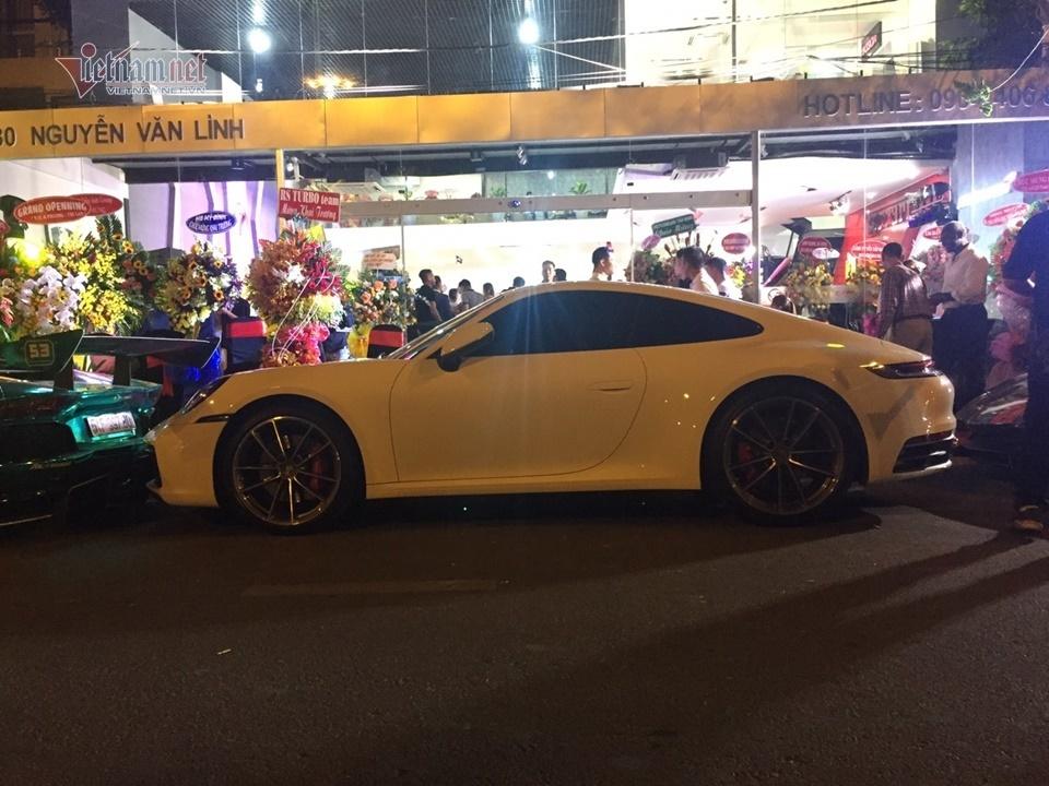 Mãn nhãn dàn siêu xe khuấy động phố Sài Gòn