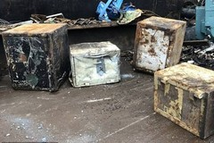 Bất ngờ 600 triệu bỏ quên trong chiếc két sắt ở bãi phế liệu