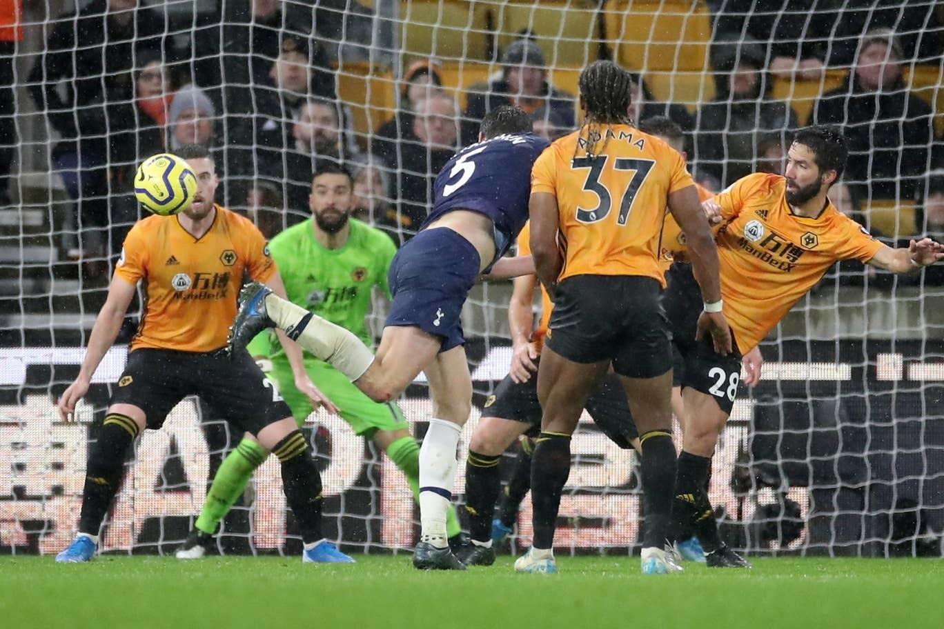 Mourinho sướng tột độ khi Tottenham thắng nghẹt thở