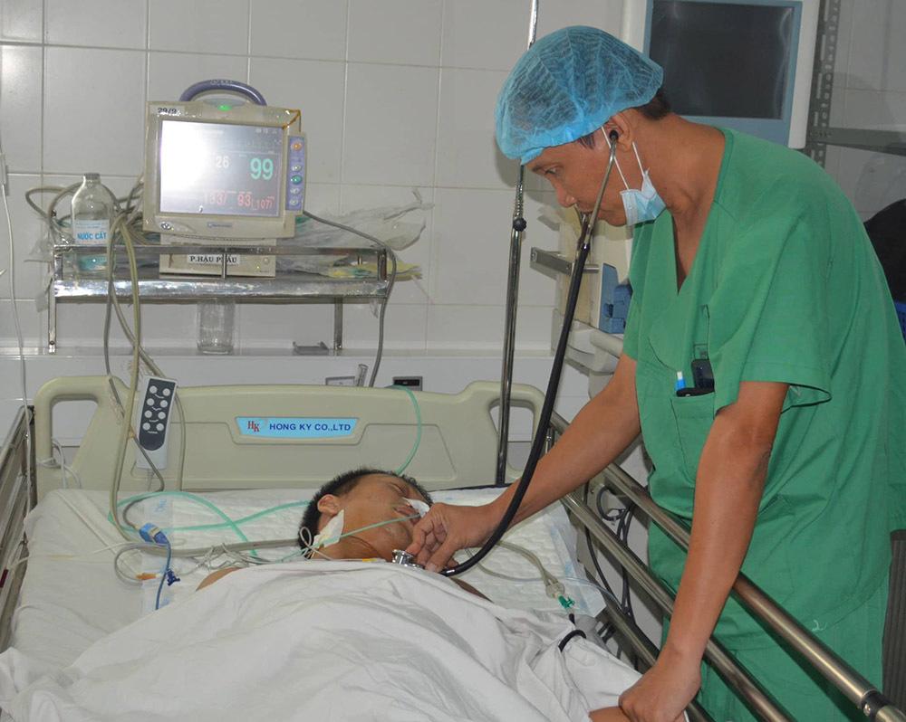 Hai thanh niên bị đâm thủng tim được cứu sống
