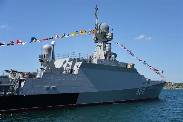 Nga điều chiến hạm bám đuổi tàu khu trục Mỹ ở Biển Đen