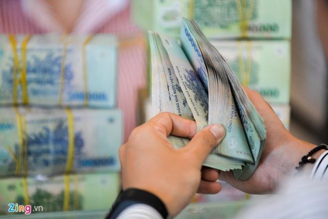 Dồn tiền nhàn rỗi, chọn ngân hàng lãi suất cao gửi tiết kiệm