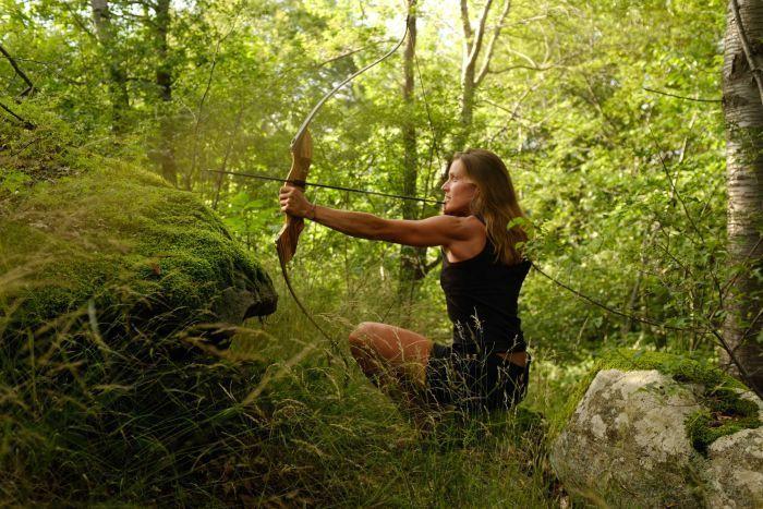 Bỏ nhà lầu xe hơi, cặp đôi vào rừng săn bắn, sống hoang dã suốt 10 năm