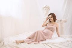 Jennifer Phạm chọn sinh ở Việt Nam, mẹ chồng doanh nhân ra Hà Nội chăm sóc