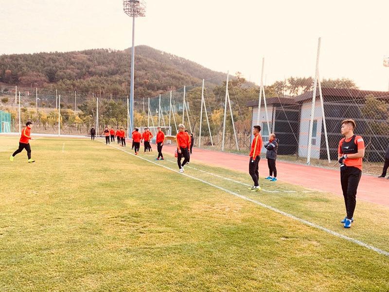 HLV Park Hang Seo nhận tin cực vui từ Quang Hải ở Hàn Quốc