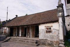 Nhà cổ gỗ lim 200 năm tuổi ở Hưng Yên, chào bán 2 tỷ 'miễn mặc cả'