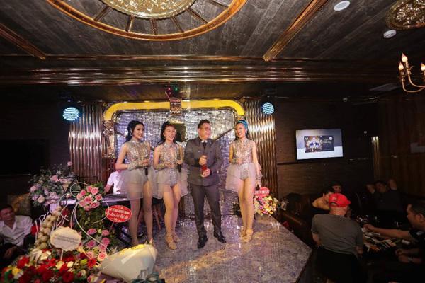 Unicorn Lounge - không gian bolero 'sang chảnh' giữa lòng Hà Nội