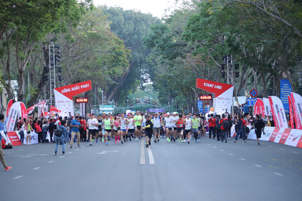 Giải marathon lan tỏa thông điệp 'Vượt trội hơn mỗi ngày'