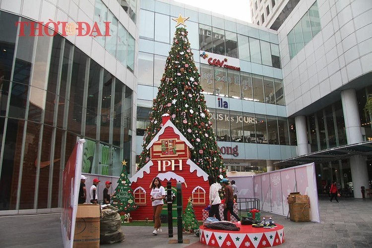 Giant Christmas trees bring festive cheer to the streets of Hanoi