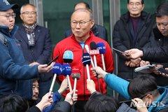 Thầy Park gặp 'sóng gió' tuyển Việt Nam 2020, không chỉ dịch Corona