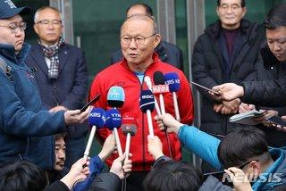 Thầy Park tái xây dựng tuyển Việt Nam: Bài 'phép thuật' đầu tiên