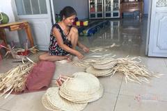 Gia đình nặng lòng với nghề đan quạt ở Tây Ninh