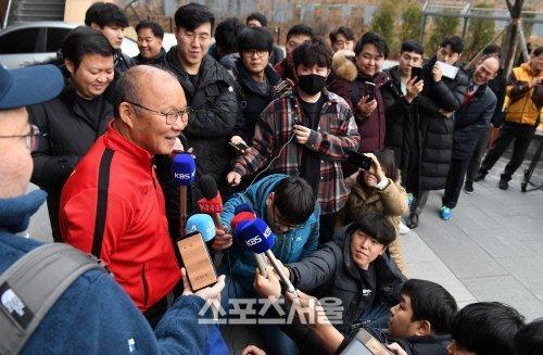 HLV Park Hang Seo trải lòng trên báo Hàn, càng ngẫm càng thương - Ảnh 1.