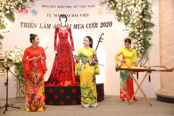 Exhibition showcases áo dài for wedding events