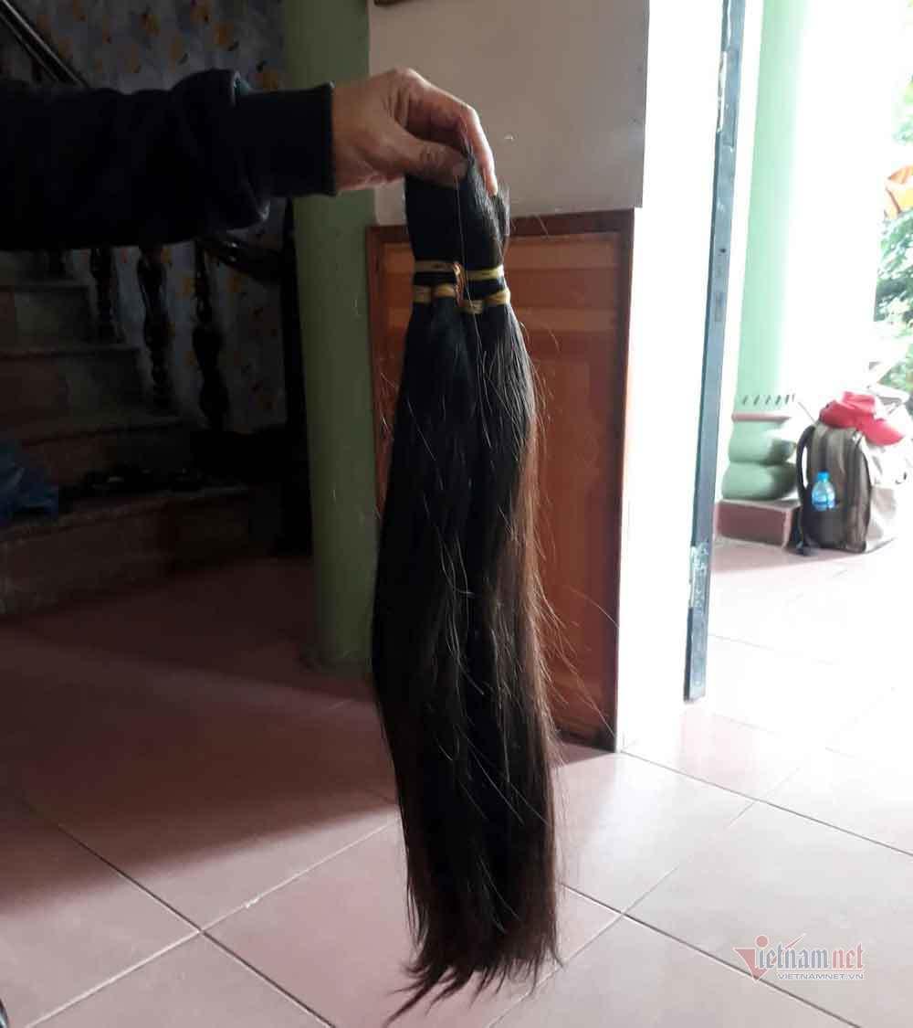 Đi mua 'tóc dài tóc rối', người đàn ông bị vây bắt, yêu cầu làm chuyện khó tin