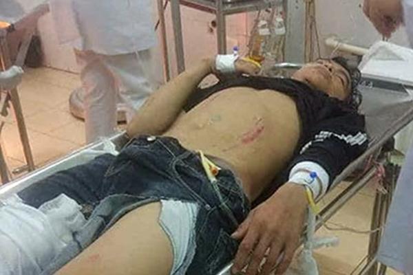 Y bác sĩ, bảo vệ bệnh viện hiến máu cứu sống bệnh nhân bị TNGT
