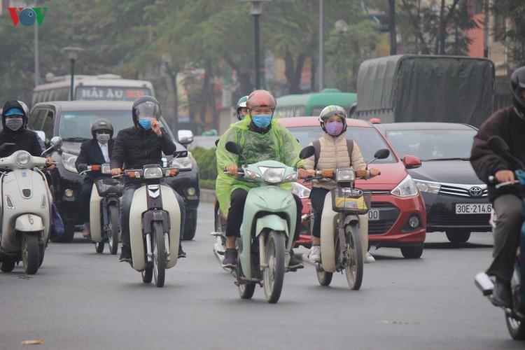 Air quality worsens as thick haze descends on Hanoi