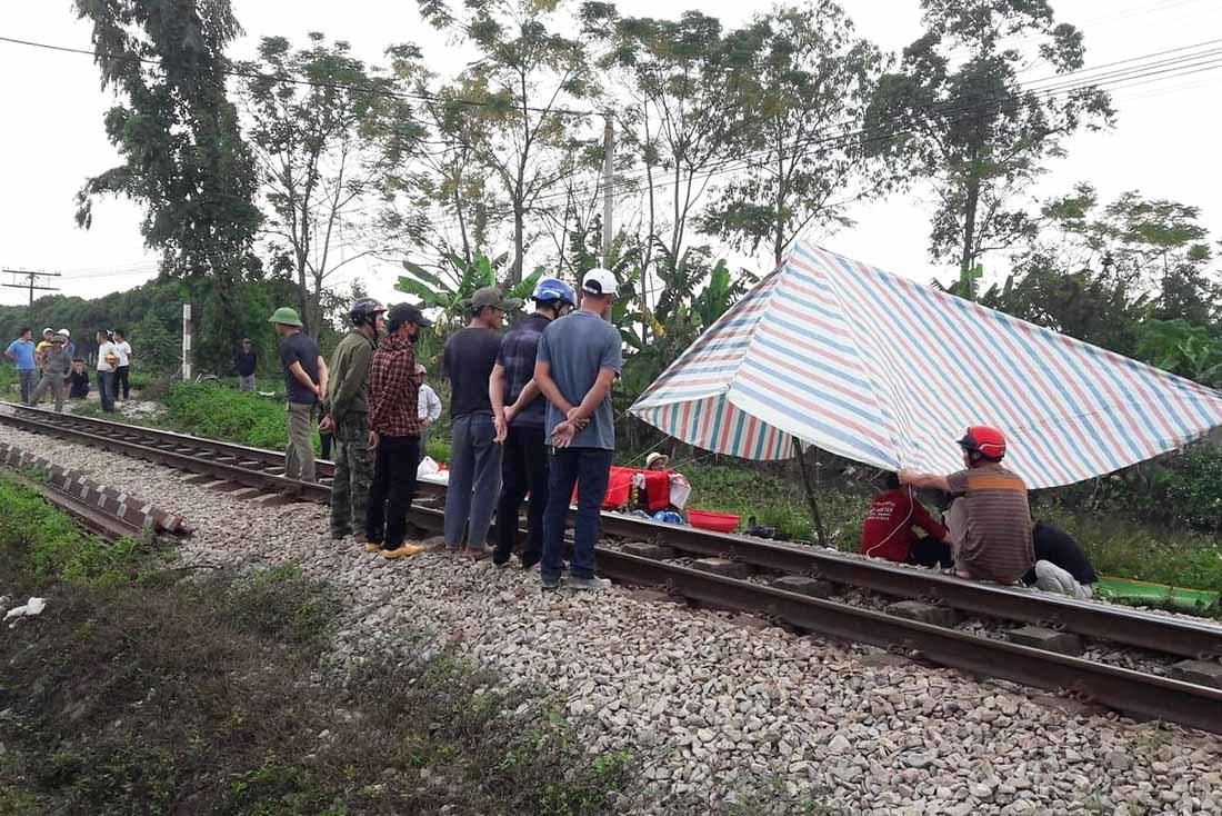 Đi tiểu trên đường ray, người phụ nữ bị tàu tông tử vong