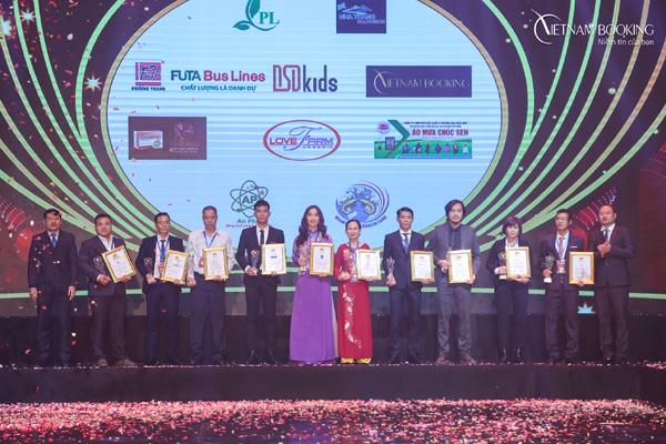 Vietnam Booking nhận giải Thương hiệu Chất lượng Châu Á 2019