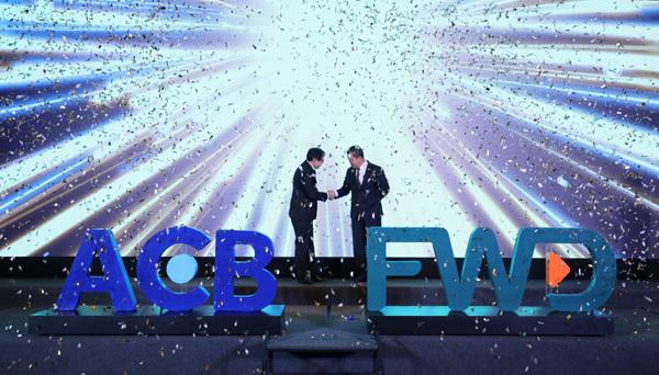 FWD phân phối bảo hiểm trực tuyến qua ngân hàng ACB
