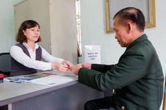 Chi trả 5.800 tỷ đồng cho người có công qua bưu điện